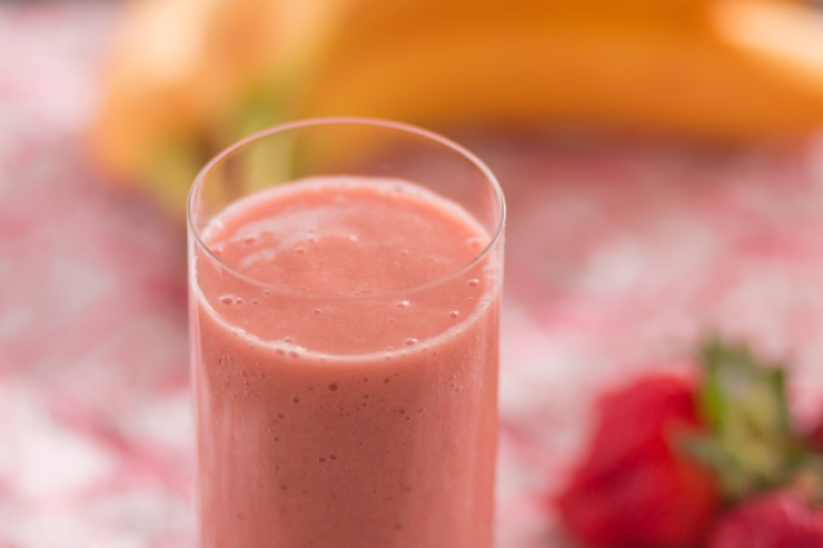 Miss Lou strawberry-banana-apple smoothie