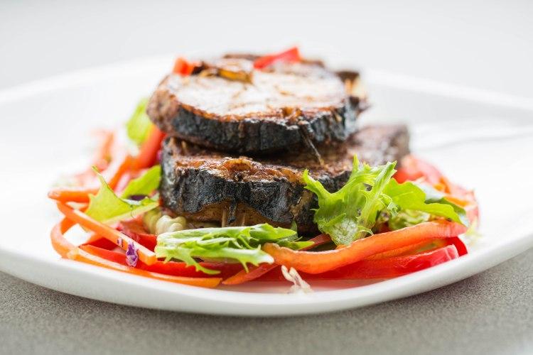 Jerk kingfish slices