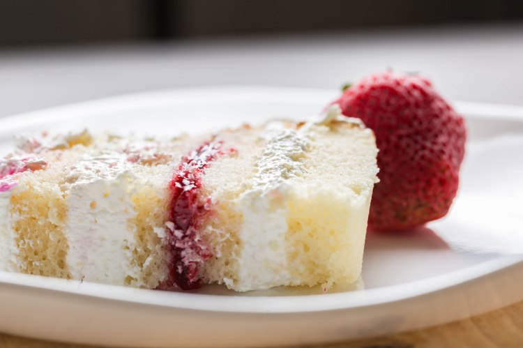 vanilla-strawberry-cake-1-2
