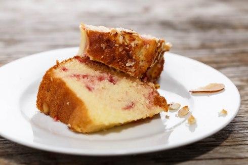 Almond pudding cake