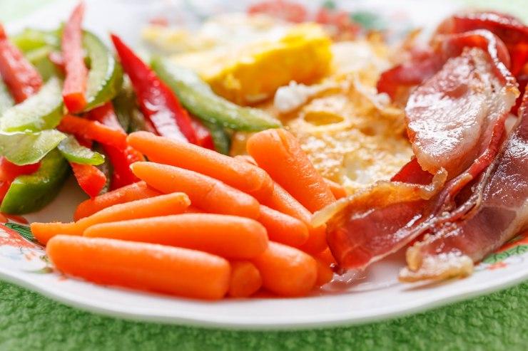 Bacon, eggs and veggie