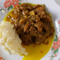 Mash Potatoes With Curried Chicken