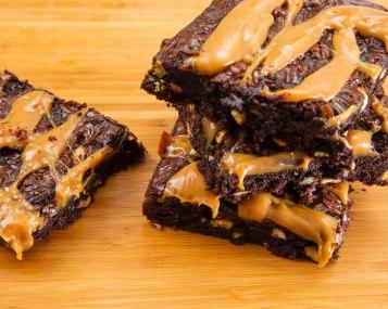 caramel walnuts brownies-3