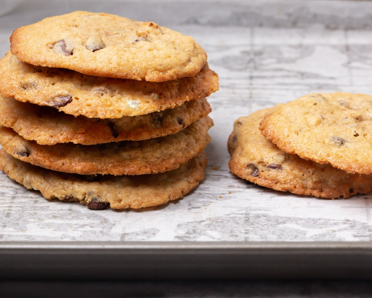 Chocolate chip macadamia nuts cookies