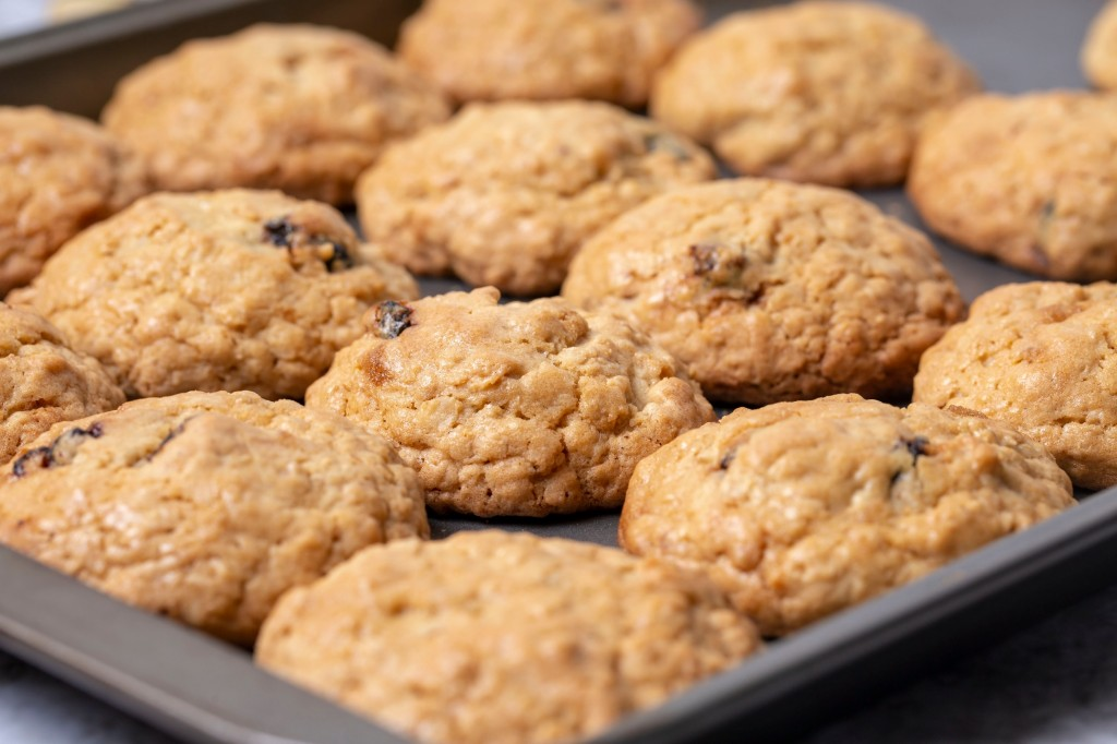 Classic non-dairy oatmeal raisin cookies