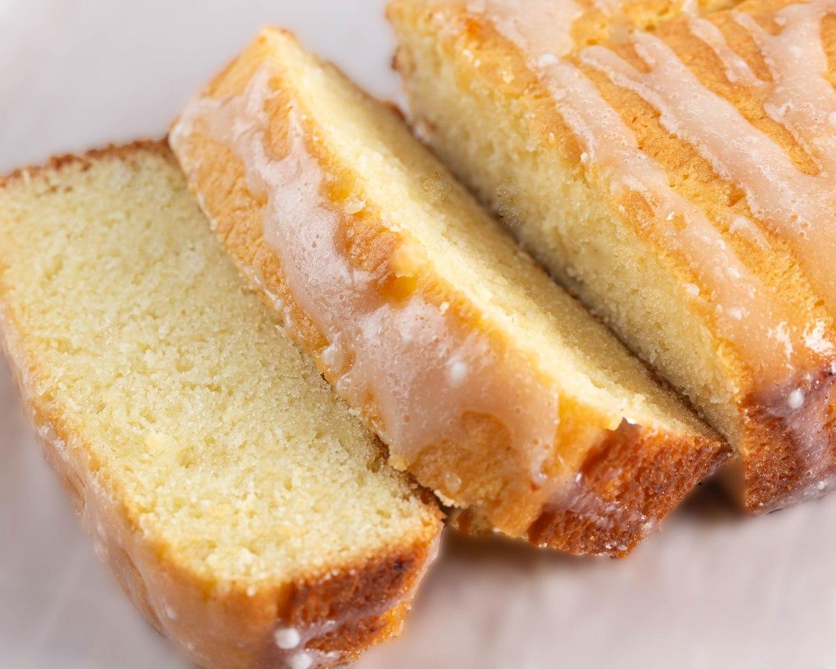 Lemony pound cake
