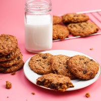 Oatmeal-raisin cookies with whole wheat flour